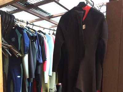 レンタル用のウェットスーツ